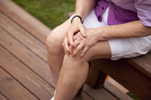 болят колени при доа
