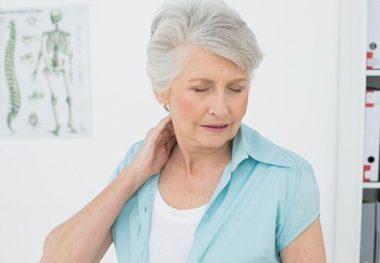 боль в шее у пенсионерки