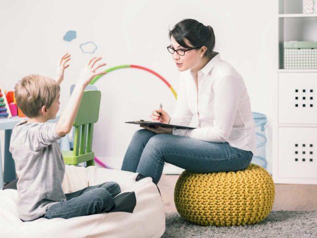 Мальчик и психолог