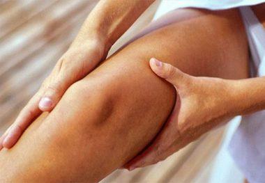Руки на ноге