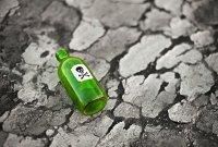 Нельзя пить из бутылок без этикеток