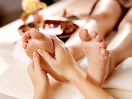 Основные правила ухода за ногами при выраженном сахарном диабете, профилактика осложнений, доврачебная помощь и противопоказания