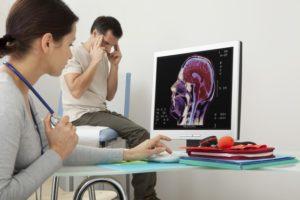 Мужчина у невролога