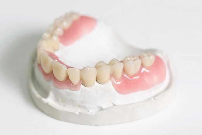 Нейлоновые зубные протезы на присосках
