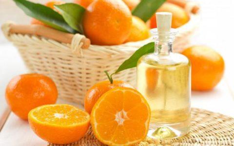 Справиться с тошнотой помогут ароматические масла.