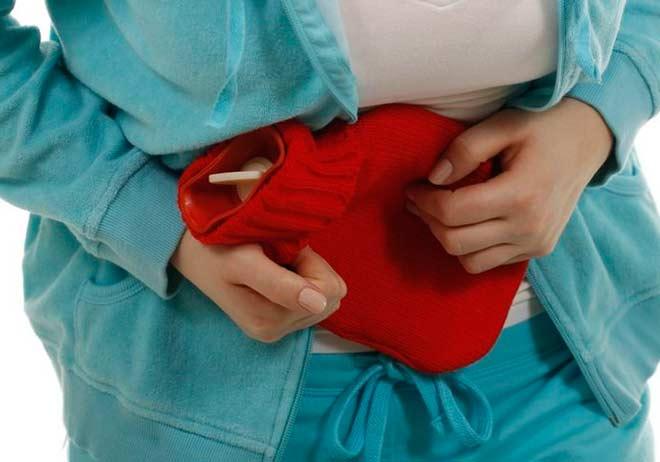 Достигнув больших размеров миома провоцирует маточные кровотечения, боли в животе, сдавление и нарушение работы кишечника и мочевого пузыря