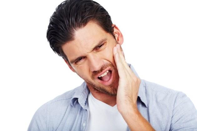 боль при приеме пищи - симптом гингивита