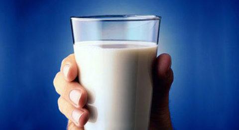 Молоко можно использовать в качестве жидкости для полоскания рта
