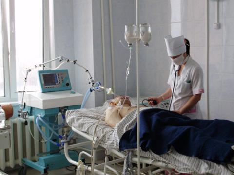 Лечение пациента проводится в отделении реанимации