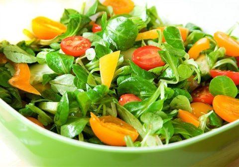 Овощные салаты помогут ЖКТ работать лучше