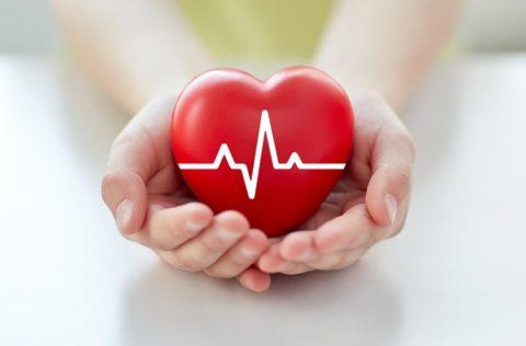 Первые признаки обычно возникают со стороны сердца