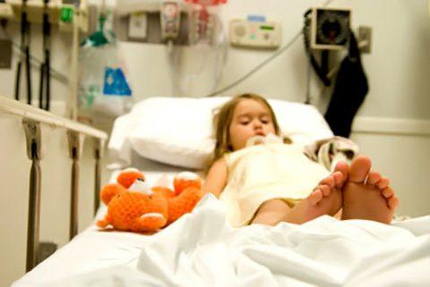 При появлении у ребенка тревожных признаков следует немедленно обратиться к врачу