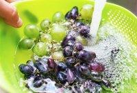Перед употреблением виноград следует очень тщательно промывать