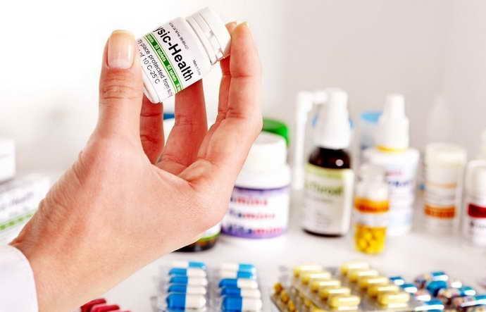 Прием противовоспалительных, антибактериальных или противогрибковых средств когда кровоточат десна и неприятный запах изо рта