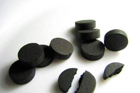 Активированный уголь является наиболее популярным сорбентом, кроме того, цена его более чем демократична.
