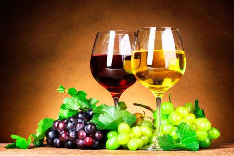 Некачественное вино может стать причиной развития интоксикации.