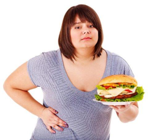Переедание, нездоровый образ жизни – основная причина образования камней в печени.