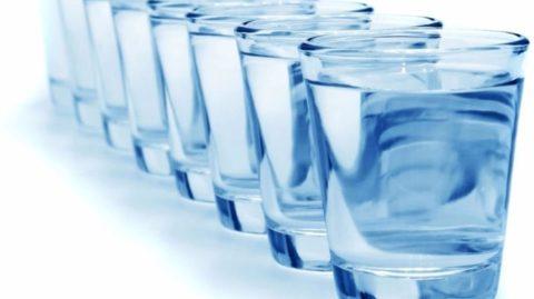 После отравления следует употреблять много жидкости.