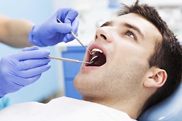 если чешутся десна - нужно обратиться к стоматологу
