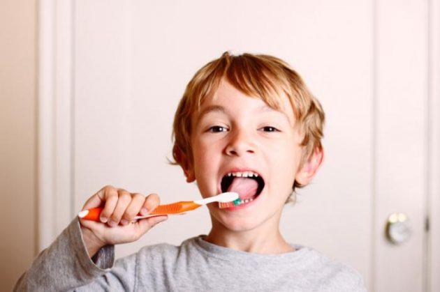 Регулярная чистка зубов как профилактика появления неприятного запаха изо рта