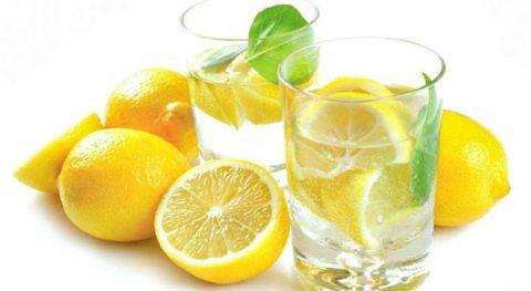 Для уменьшения неприятного вкуса раствора английской соли можно выпить воду с соком лимона.
