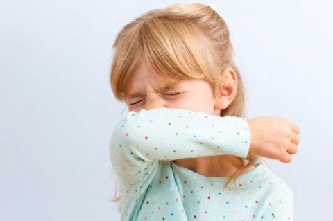 Держите опасные жидкости в недоступном для малыша месте
