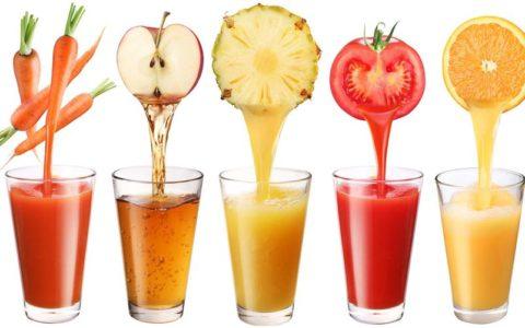 Устранить рвоту поможет также употребление свежевыжатых соков (фото) в небольших количествах.
