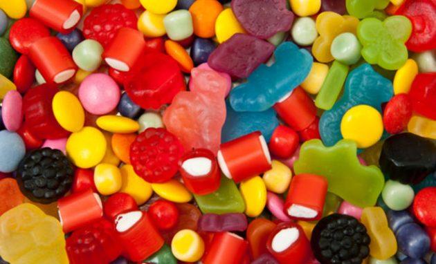 Частое употребление сладкого может спровоцировать кариес