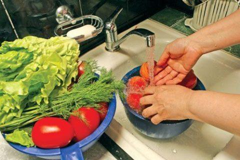 Немытые овощи и фрукты – один из источников инфекции