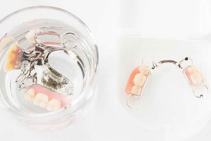 сколько зубной протез должен лежать в растворе