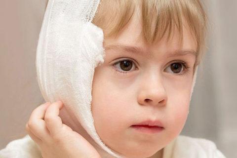 Врачи говорят об опасности спиртовых компрессов для малышей