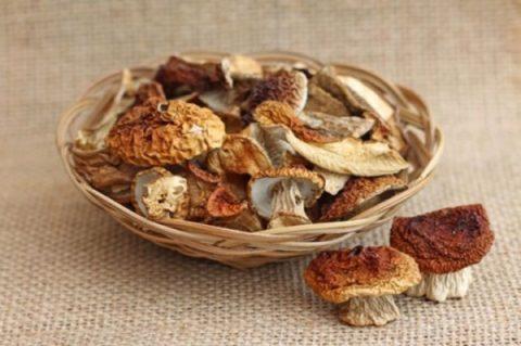 Сушеные грибы таят в себе больше опасности, нежели сырые