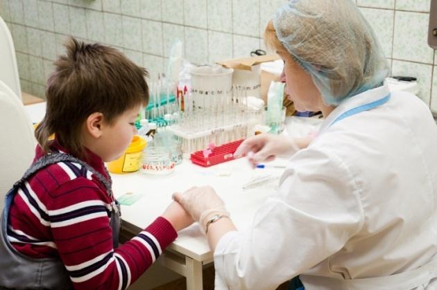 перед пластикой уздечки языка у ребенка берут анализ крови