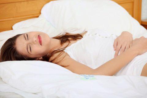 Боль в животе - неизменный симптом проблем с желудком и кишечником