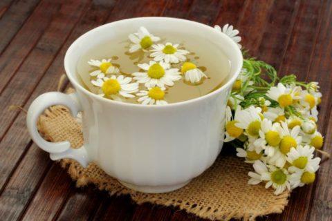 Чай из ромашки успокаивает и нормализует пищеварение.