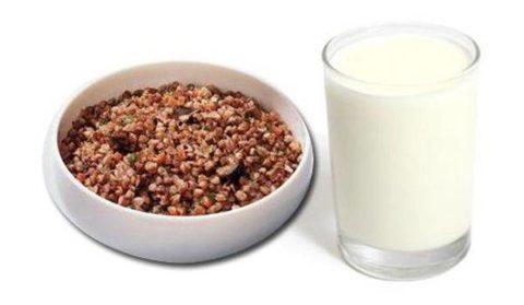 Гречка в сочетании с кефиром поможет быстро очистить организм и нормализовать процессы пищеварения.
