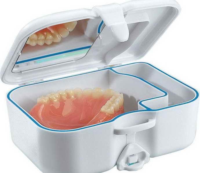Правильное хранение зубного протеза
