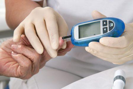 Причины возникновения стероидной формы сахарного диабета, факторы риска, методы лечения, симптоматика, диагностика и потенциальные осложнения