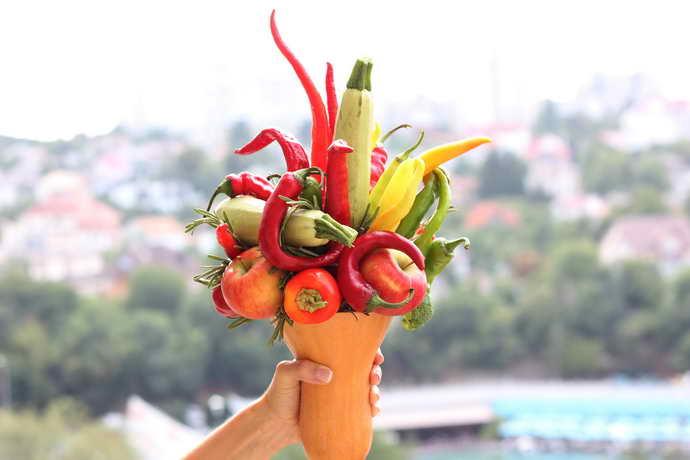 Для укрепления скоб и зубов в ежедневный рацион должны быть включены фрукты и овощи