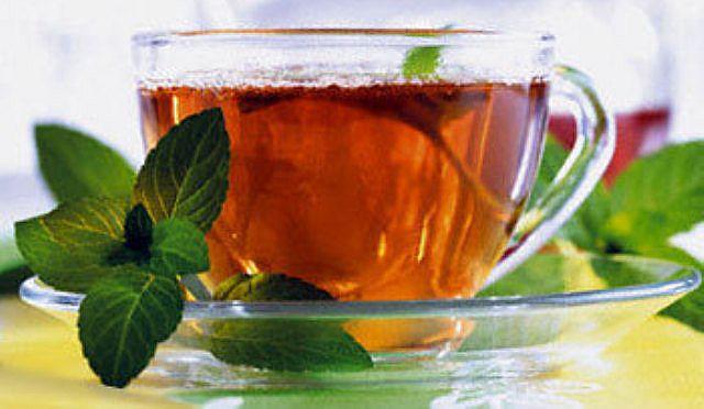 Мятный чай с душицей не только уменьшает тошноту, но и снимает сонливость.