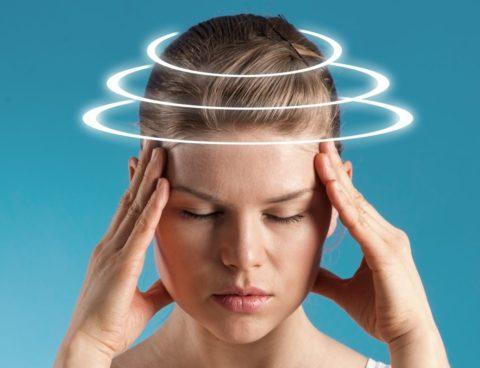 Иногда интоксикация шоколадом проявляется головокружением и шумом в ушах