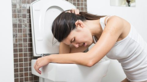 Если появились первые симптомы отравления поганкой необходимо срочно вызвать «скорую помощь».