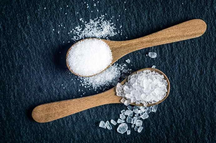 Антисептик из двух видов соли для зуба мудрости
