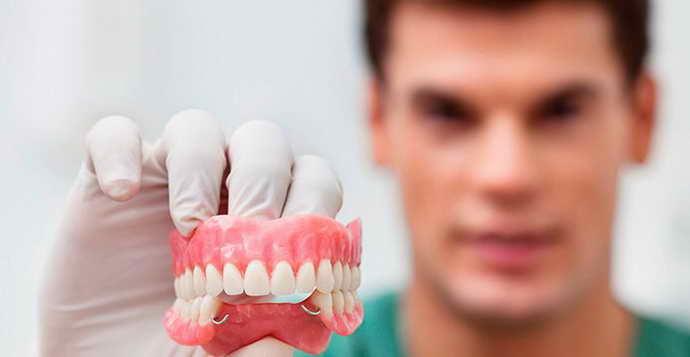 Профессиональная чистка зубного протеза