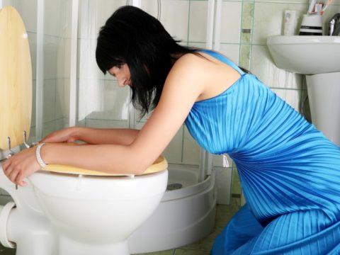 Систематические приступы тошноты и рвоты преимущественно возникают в первом триместре беременности.