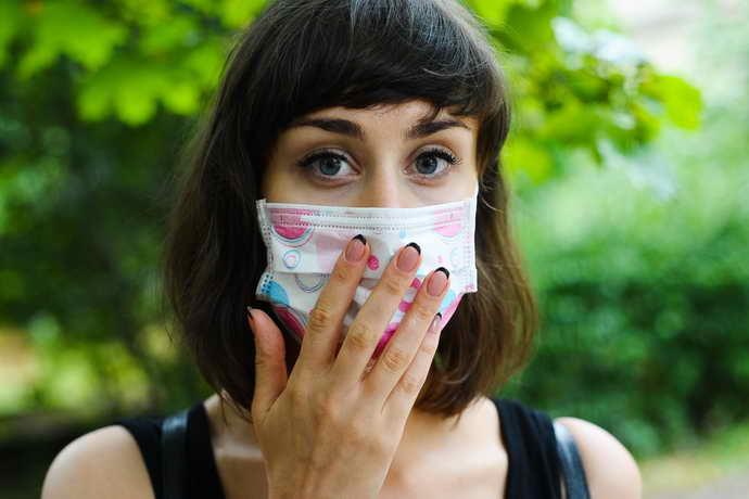 Применение стерильной маски для выявления запаха изо рта