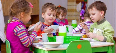 Особое внимание уделяется питанию детей в ДДУ