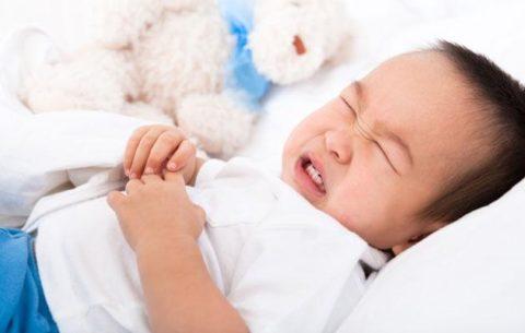 Болезнь ребенка вызывает массу вопросов: что можно есть, как сбить жар, чем поить