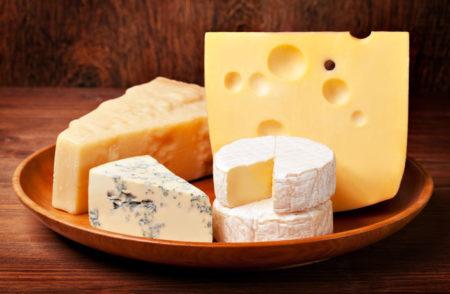 Какие разновидности сыра можно кушать людям при сахарном диабете