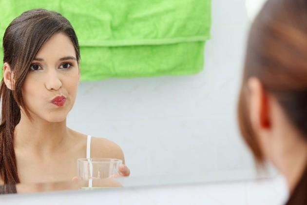 если растет зуб мудрости и болит горло - помогут полоскания